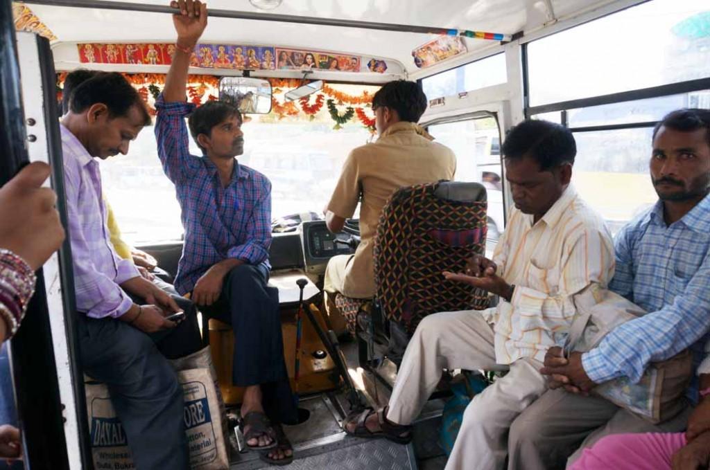 008-01 バスでジャンタルマンタルへ