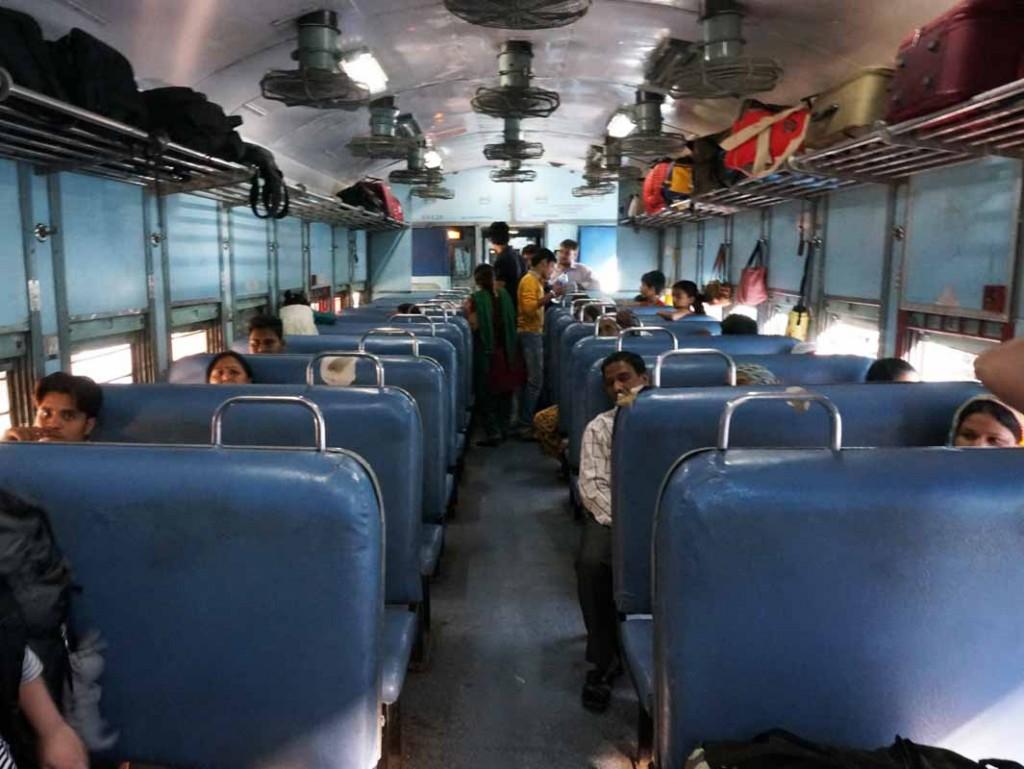008-10 Agraへの普通列車